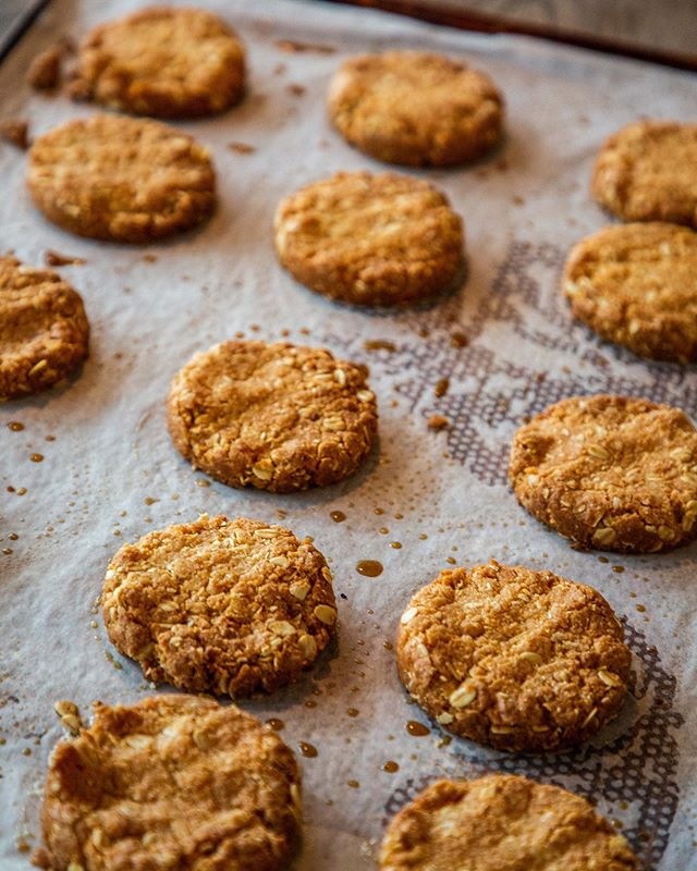 what's better on a rainy day than Freshly baked Anzac biscuits. #LifeisaCOOKIE. . . . . . . .  #sydney #sydneyeats #sydnyelocal #doublebay #easternsuburbs #littlejeandoublebay #breakfast #lunch #dinner #granola #dinner #sydneyfood #afternoon  #breaky
