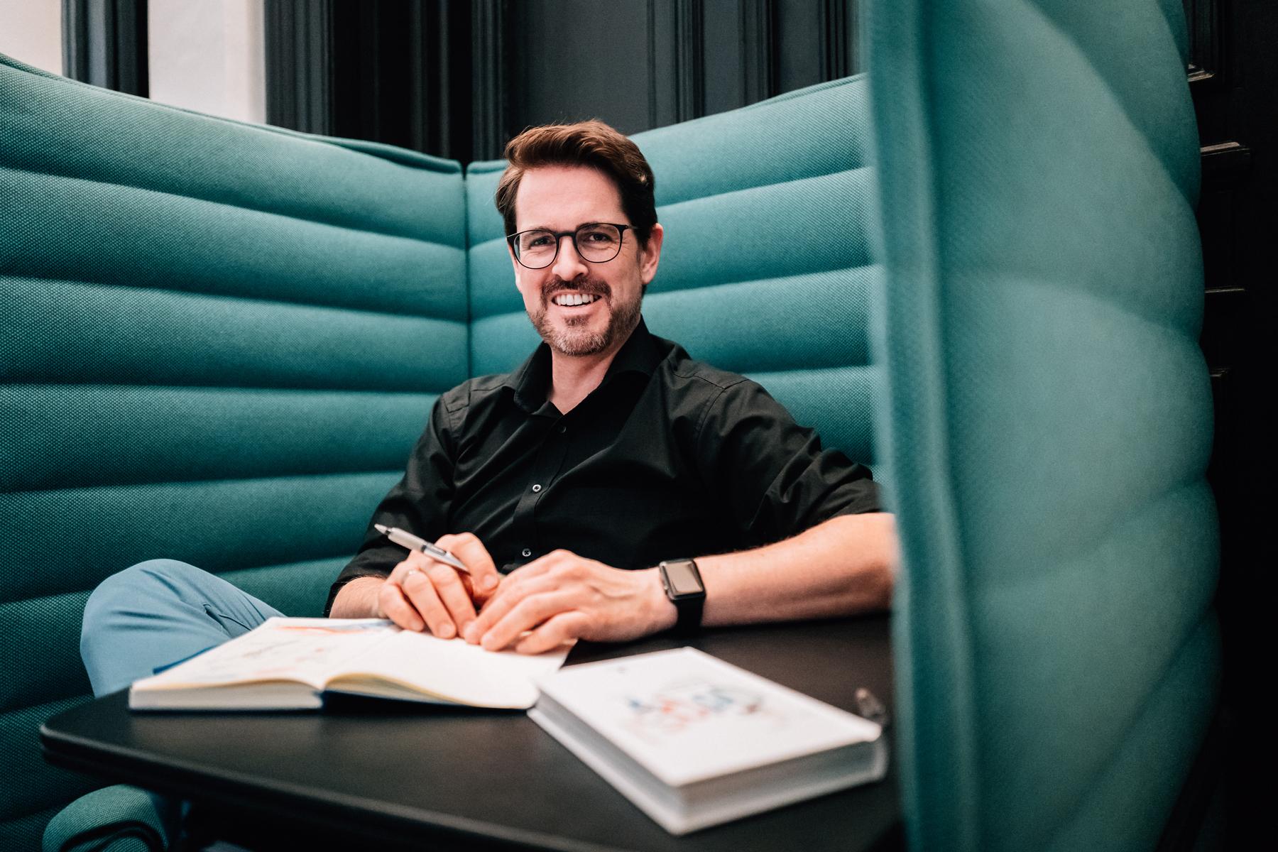 MARCO BENNINHAUS  Diplom-Kaufmann Gründer und Geschäftsführer momentus digital GmbH