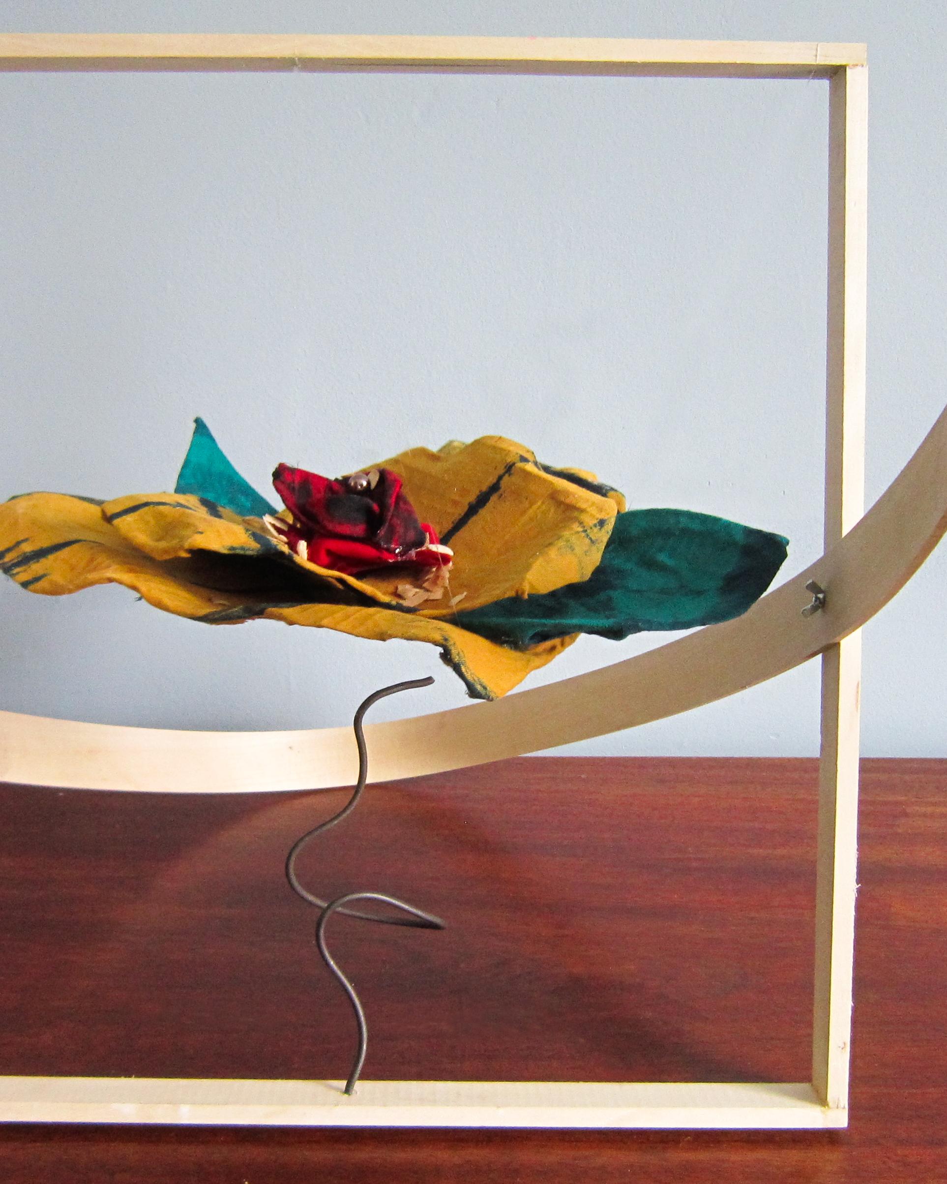 Oeuvres textiles - Construction de pièces originales, faites à la main, intégrant des éléments textiles et parfois combinés à d'autres matières. Ces oeuvres sont généralement destinées à être exposées (privé ou public).