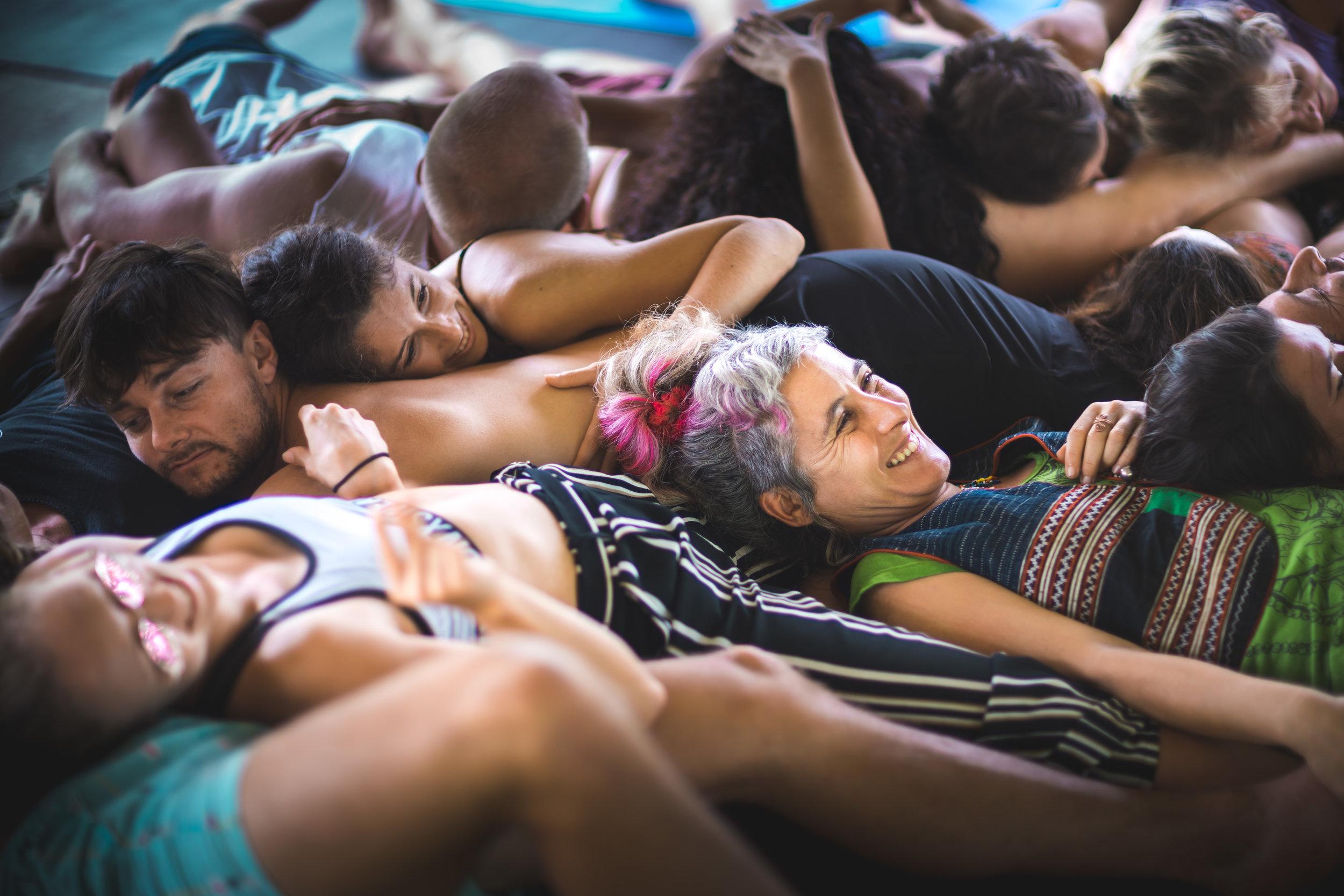 11 Agosto, Somos UNO - 6:30: TEMAZCAL7:00: Meditación7.30: Yoga Bailado con EvaSion9:00: Desayuno10:30: Círculo de Clausura13:30: Almuerzo15.30 : Cierre y salida de Solana18:00: Ceremonia opcional con Sui Pinon.
