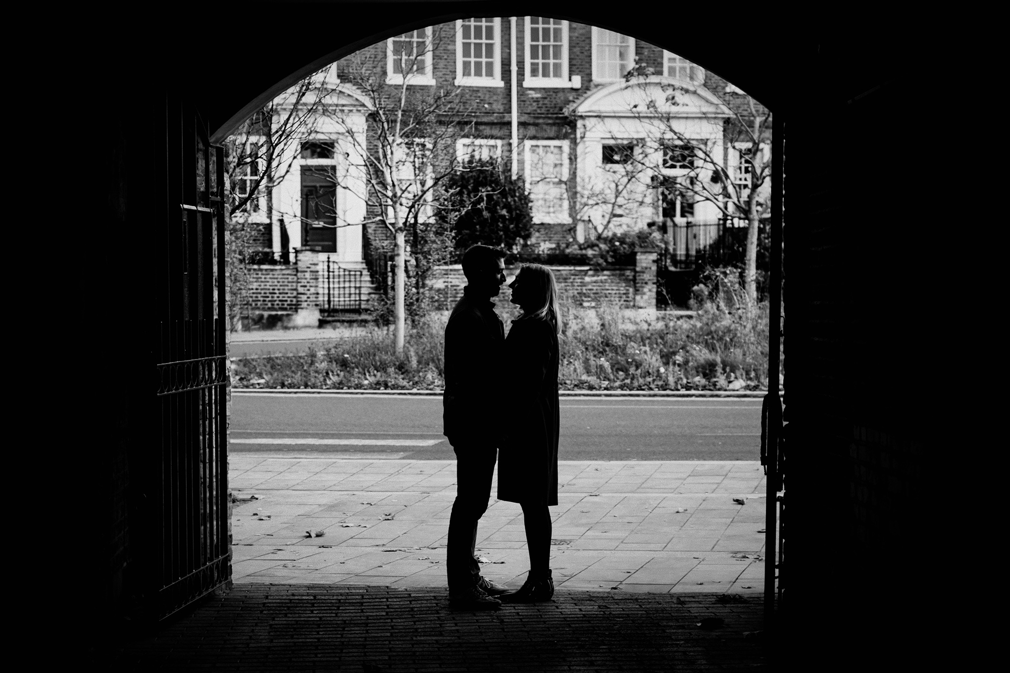 London-relaxed-engagement-photography.jpg