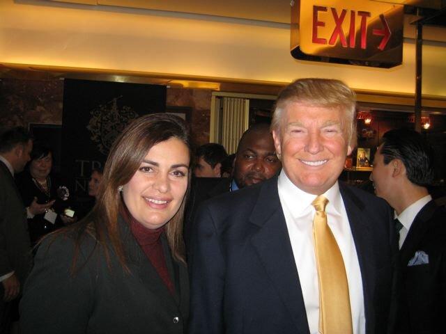 Quizás no estamos de acuerdo con su manera de hablar, o actuar ( o con de su manera de peinar) pero hay que reconocer que se aprende mucho de influencia en el marketing con solo observar al rey del mercadeo, el señor Donald Trump. Donald Trump es una de las personas más controversiales e influyentes que he conocido.