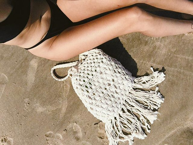 Summer might be pretty much over but that doesn't mean we have to say goodbye to those summer vibes too. Into the Sun tote is made to order and available on frachella.com all year round.🌊 #faithfullyyours #macramebag #macramelove #bohostyle #makersgonnamake #beachbag