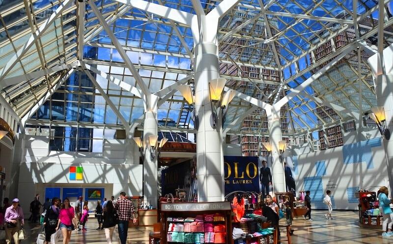 800-prudential-center-kiosks-blue-sky.jpg