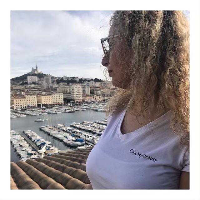 #chicmybeauty se déplace où que vous soyez dans Marseille. Rdv sur l'application, pour découvrir les prestations disponibles 😉 pour un instant beauté en institut ou chez vous, grâce à votre application #chicmybeauty ✨ —— #beauty #makeup #marseille #lips #igersmarseille #care #instabeauty #joy #summer  #luxury #spa #beautytime #massage