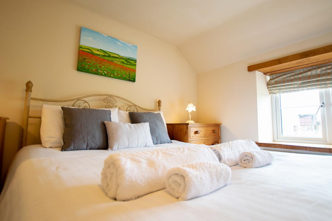 Nettlecombe_bedroom_2_2019.jpg