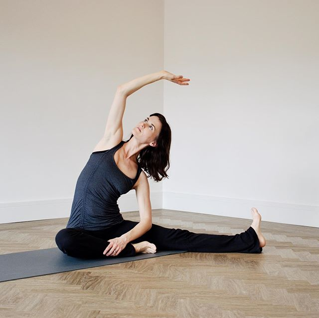 Everyone meet Jessica! Jessica is going to be teaching #Pilates on a Monday at 10:30-11:30! ⠀⠀ Jessica's interest in teaching lies in helping people understand how their bodies work so they can live in them more comfortably. With over 17 years experience teaching the Pilates, #GYROTONIC® and #GYROKINESIS® methods, she will challenge you to find deep internal connections. ⠀⠀ Book in now for Jessica's first class tomorrow!