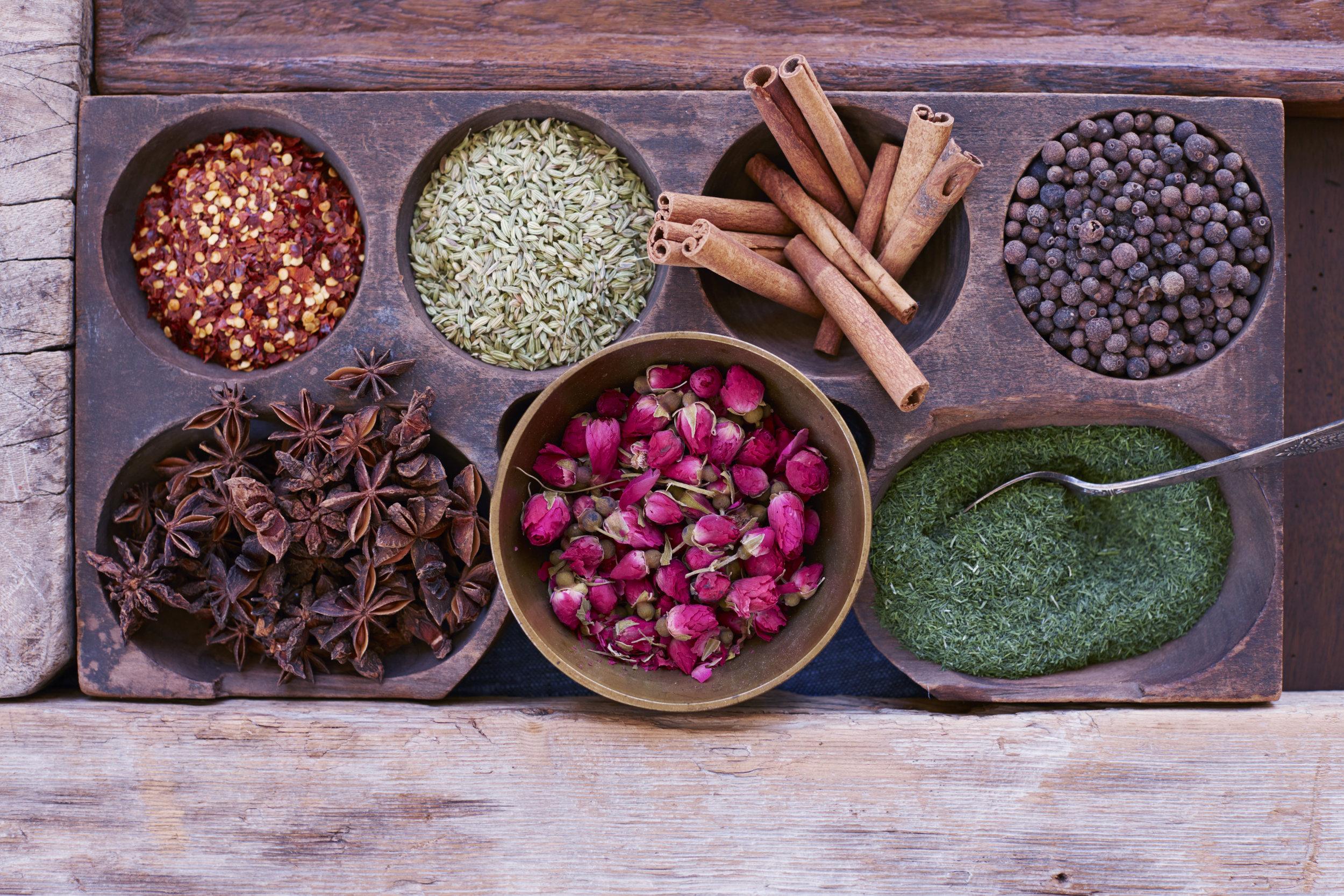 Mira_Zaki_spices_wood.jpg
