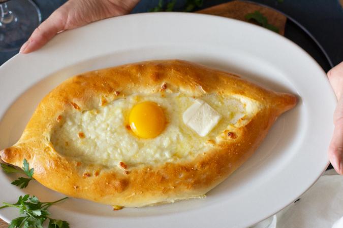 khachapuri-with-egg-yolk-5440.jpg