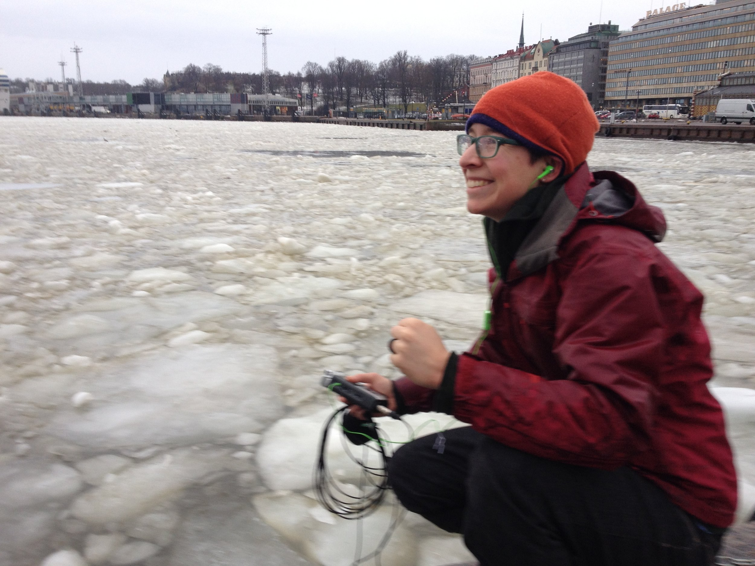 Helsinki - Carmen recording ice in bay 2.JPG