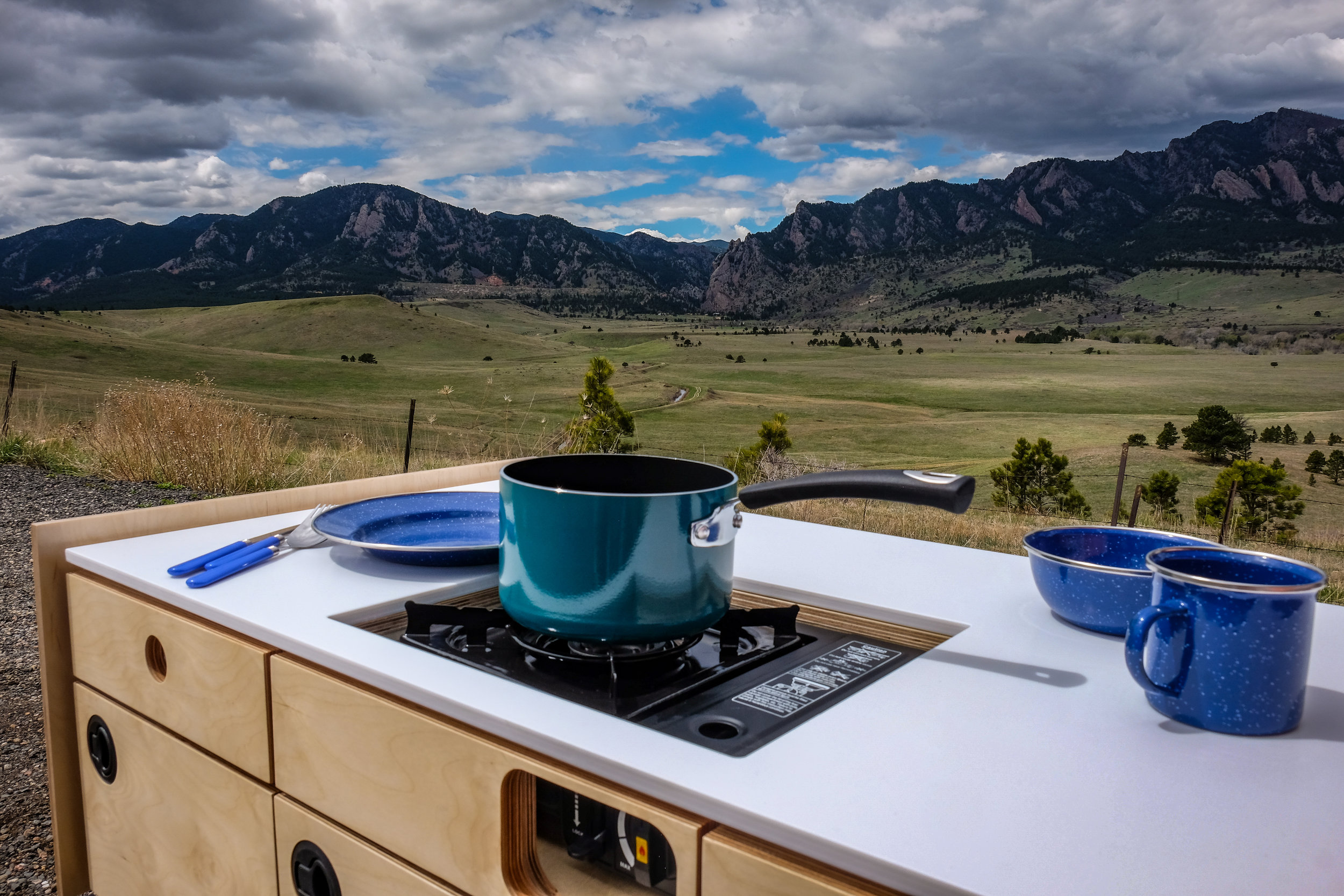 Deluxe Kitchenette Mountains
