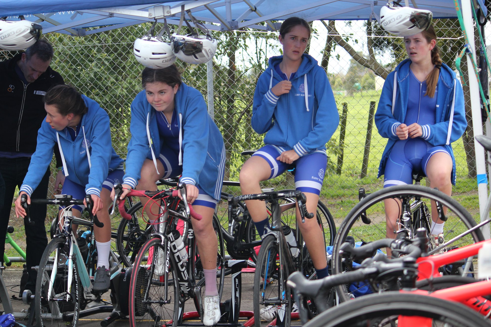 RR girls warm up.jpg