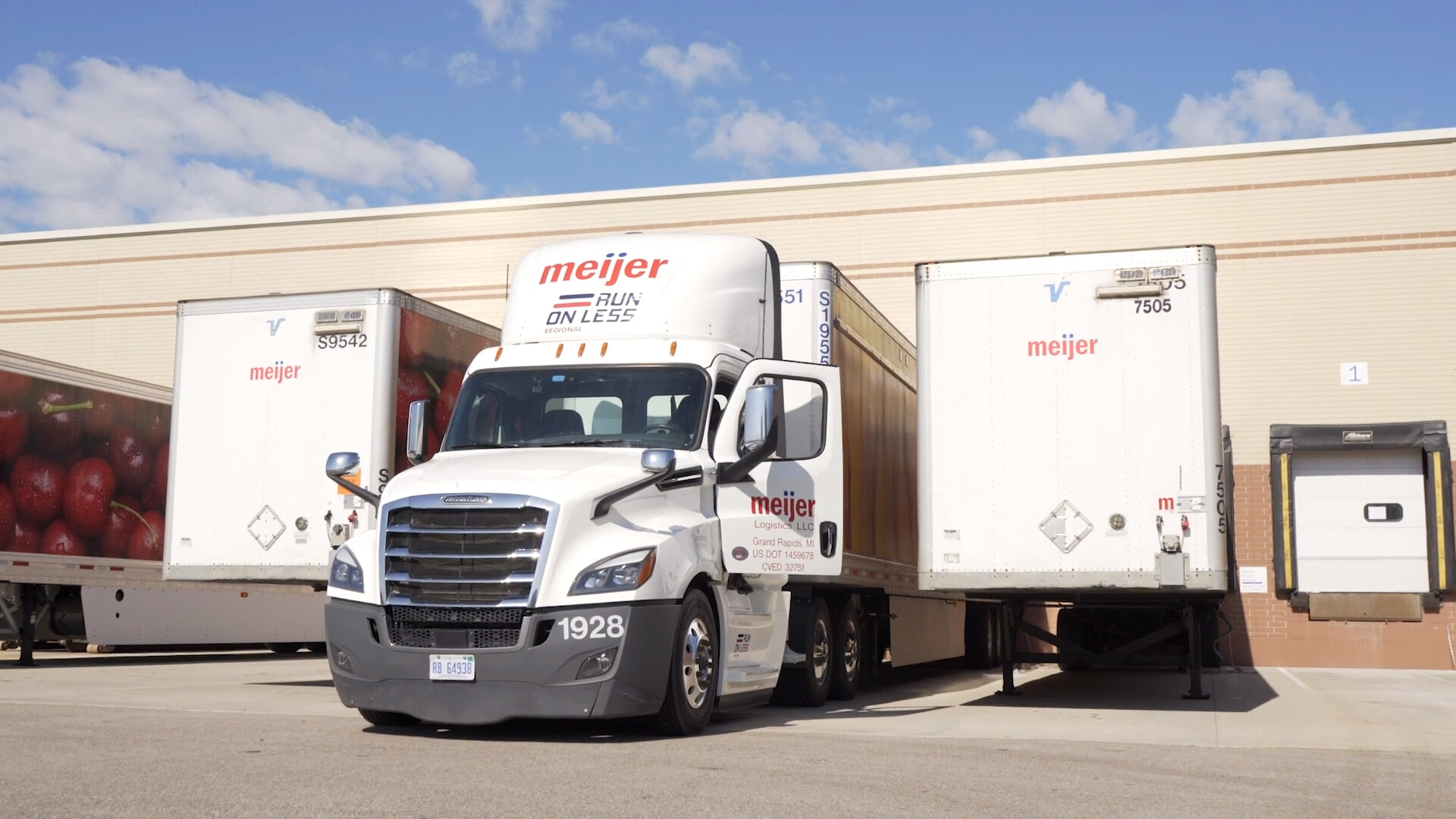 Trailer orders fell 71% in August compared to a record August a year ago. Fleets are still absorbing all of last year's orders. (Photo: NACFE)