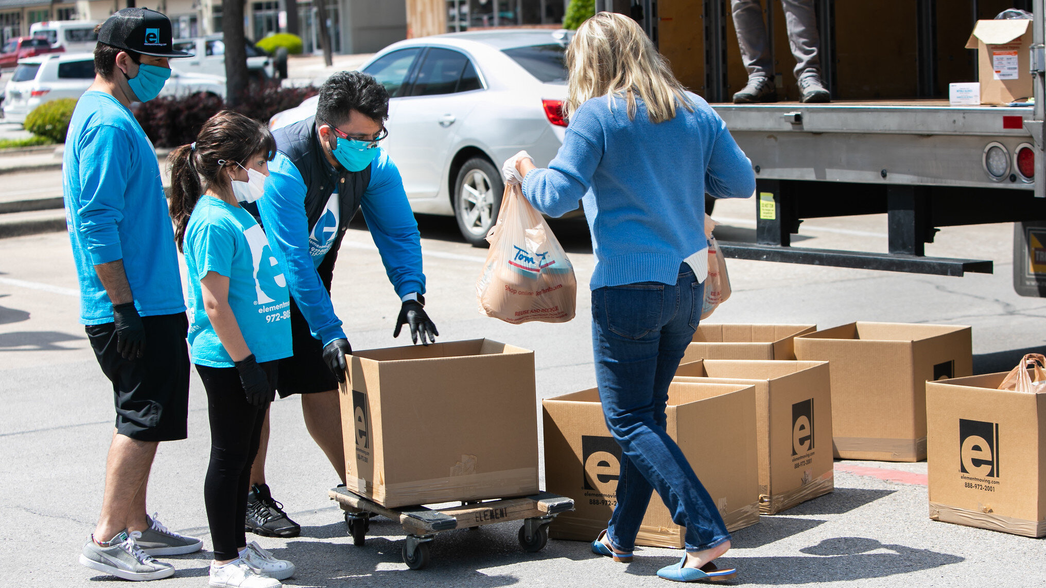 Element Moving and Chefs for Farmers partnered to load a moving van with needed food supplies for area food banks. (Photo: Move For Hunger)