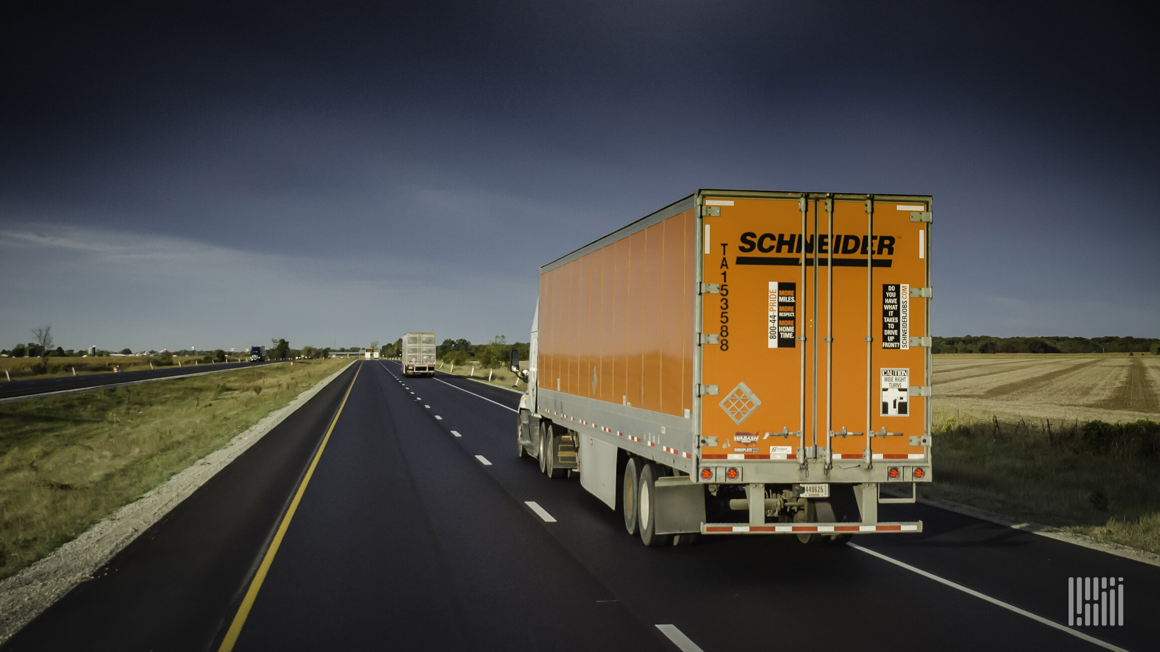 In what appears to be the opening salvo in what could be a battle of truckload carriers seeking to hang on to and increase their driver base, Schneider National this week announced a pay increase. (Photo: Jim Allen/FreightWaves)