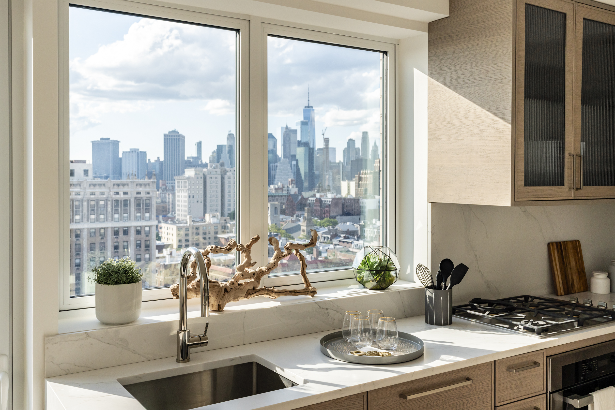 ELEGANTLY MODERN BROOKLYN HEIGHTS CONDO - PROJECT TYPE: ResidentialLOCATION: Brooklyn, NYARCHITECT & INTERIOR DESIGN: Cetra RuddySTRATEGY: Market Intelligence, Branding & Positioning, NamingDESIGN: Art Direction, Graphic Design, Digital Development, Interior DesignIMPLEMENTATION: Brand Identity, Stationery Suite, Ad Campaigns, Promotional Collateral, Floor Plans, Site Signage, Website, Model Unit Design