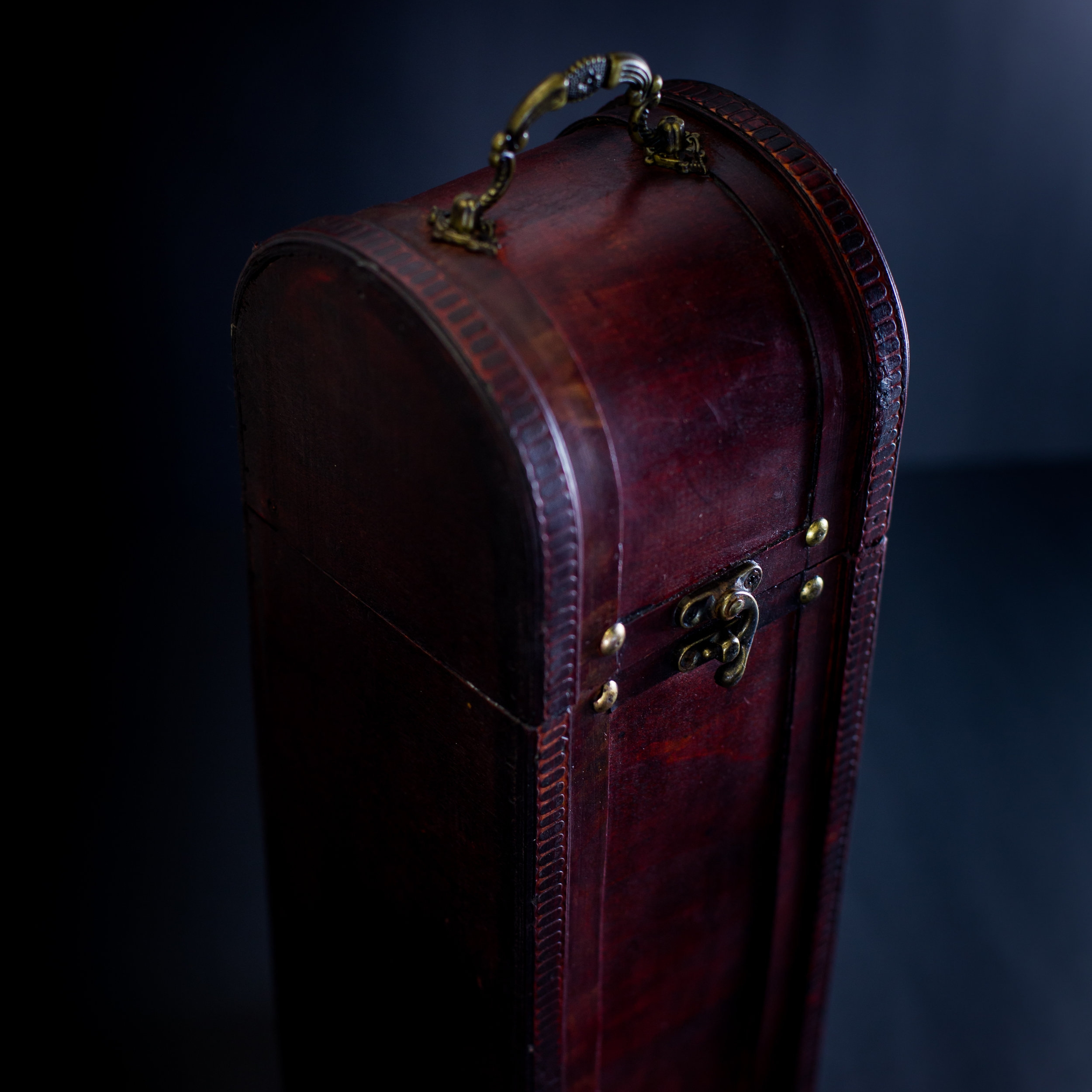 CURVED DARK BROWN SINGLE WINE BOX -