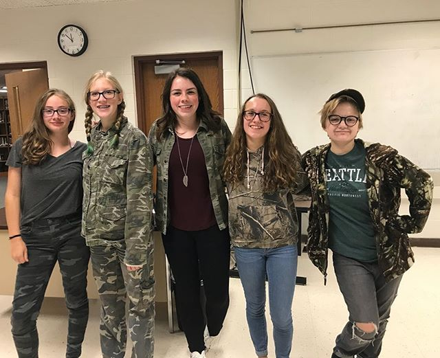 💚Camo day💚 - part 2 - with some of the newspaper staff! (📸: @devy_333 ) #cougarnationnews #camo #cougs #spirit #parttwo #camothursday #spiritweek #journalism #newspaperstaff