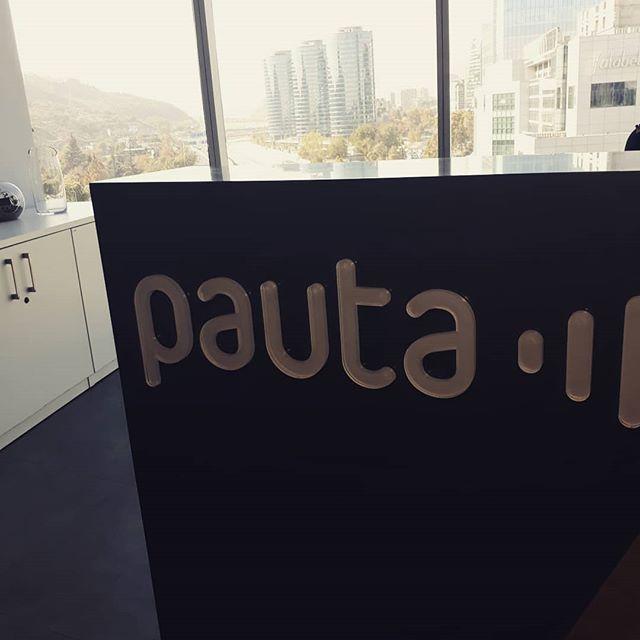 A las 3:30 entrevista en vivo en @pauta.cl