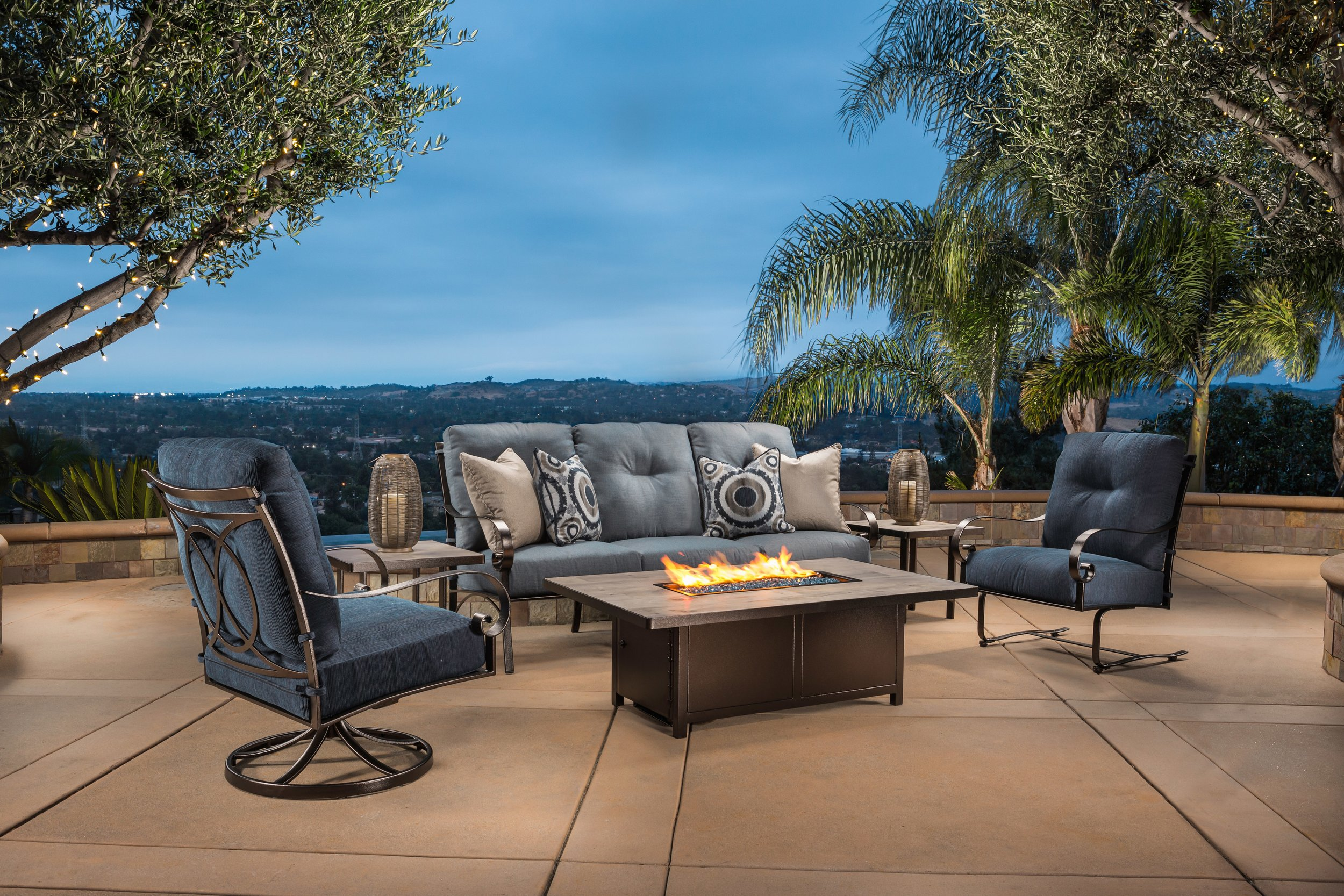 The Pasadera collection is a transitional style with a hint of traditionalism that fits into any backyard style seamlessly.