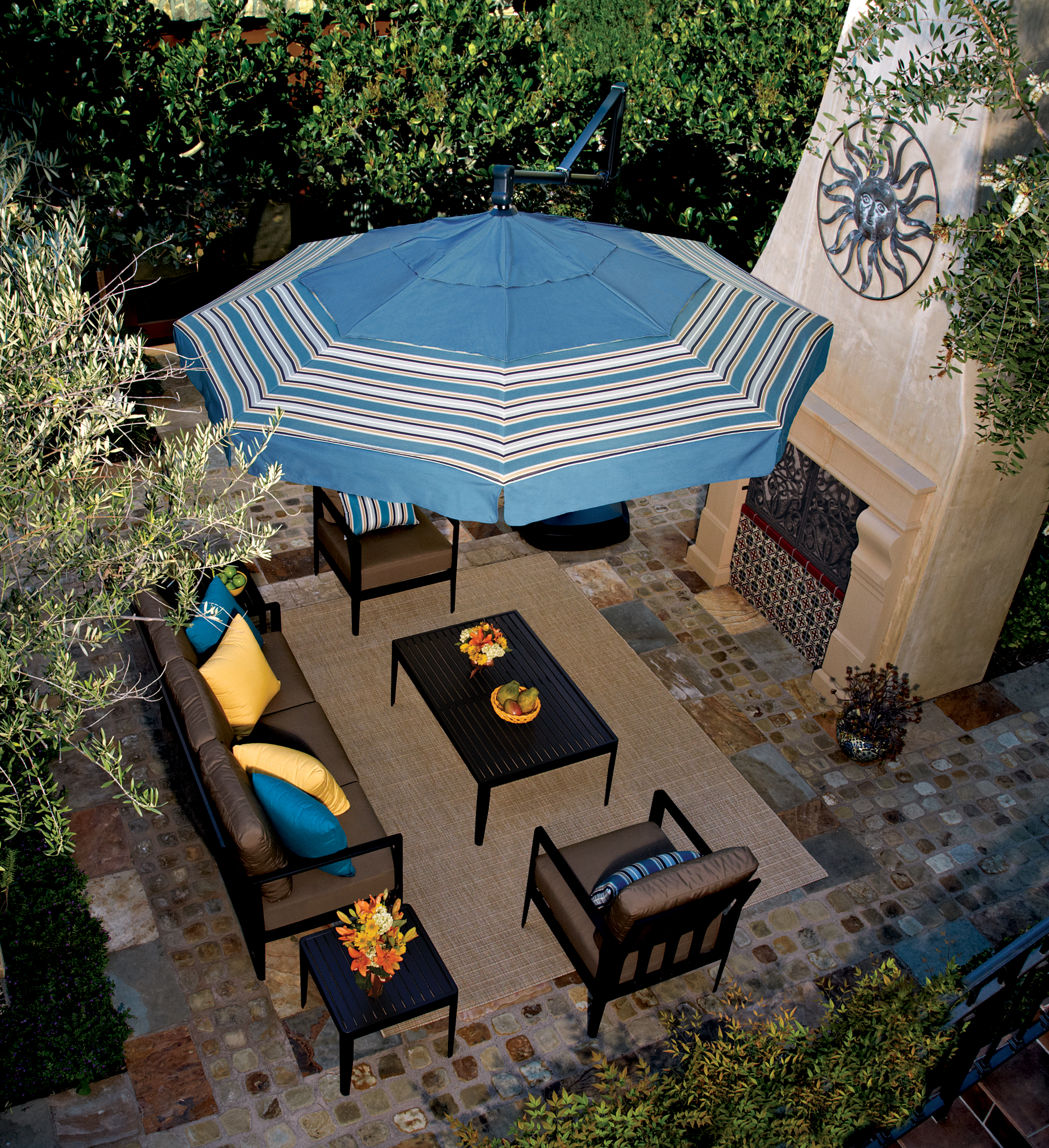 13 Foot Cantilever Umbrella with Valance