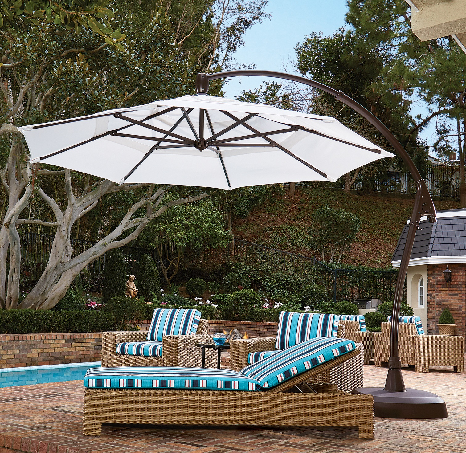 11' AG Umbrella over Chaises with base