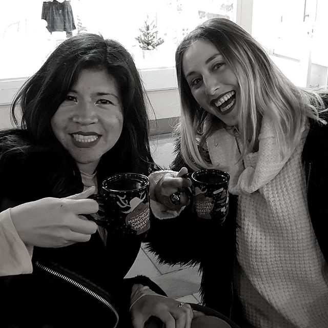 Christmas tipples with the fabulous @thinklikeaboss.co celebrating going into a new year like true bosses!⠀⠀⠀⠀⠀⠀⠀⠀⠀ .⠀⠀⠀⠀⠀⠀⠀⠀⠀ .⠀⠀⠀⠀⠀⠀⠀⠀⠀ .⠀⠀⠀⠀⠀⠀⠀⠀⠀ .⠀⠀⠀⠀⠀⠀⠀⠀⠀ . #carolinematthewsfashion #bizbabe #transformyourmind #collectivehub #shemeansbusiness #femalefounders #theeverydaygirl #fashionpassport #fashiondiarieslove #fempreneur #savvybusinessowners #pinkflashesofdelight #getoutofyourownway #ladybosses #fashionlife #fashionsketch #fashiondesignerlondon #lifeofafashiondesigner #creativebiz #femaleambition #darlingmovement #ambitionista #goaldigger #tnchustler #calledtobecreative #mybeautifulmess #womensupportingwomen #purposeoverperfection #entrepreneurlife #theluxecollective