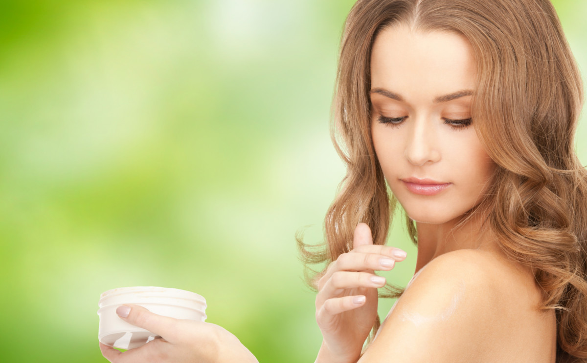 applying-lotion-1200x744.jpg