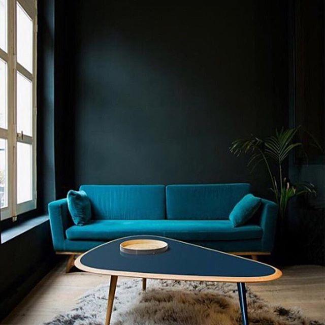 Blue hues 💙 • • • 📷 photo source unknown  #shadesofblue #bluehues #featurewall #softfurnishings #midcentury #interiorstyling #interiorinspo #interiorstyle #homedecor #proprental #furniturerental #sustainableinteriors #ecofriendly #ahappyhome #prophouse
