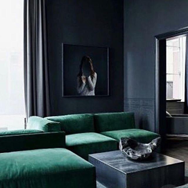 Beautiful tones 💙💚🖤 📷:@elledecorationuk #blueinteriors  #interiorinspo #bluehues #colourmeblue #interiorinspiration #greenenvy #homedecor #proprental #prophouse #prophire #furniturehire #hirenotbuy #sustainableinteriors