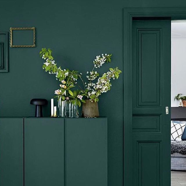 This monochrome green is so gorgeous - such a versatile colour to style • • • 📷 photo source unknown  #shadesofgreen #greenhues #featurewall #interiorstyling #interiorinspo #interiorstyle #homedecor #proprental #furniturerental #sustainableinteriors #ecofriendly #ahappyhome #monochrome #stylesnapsell #interiordecor #londonproperty