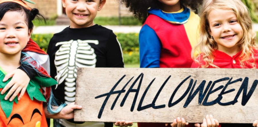 Kids-Holding-Halloween-Sign-900x444.png