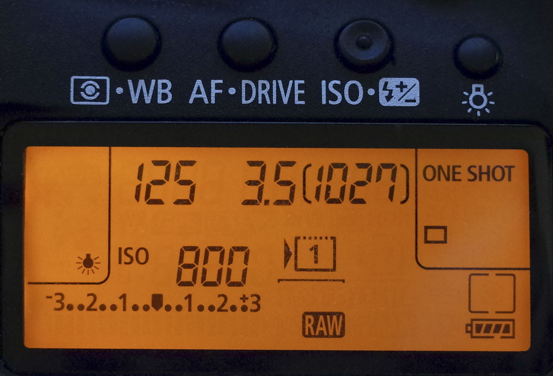 DSLR camera's LCD panel can quickly give you information about the settings you are using