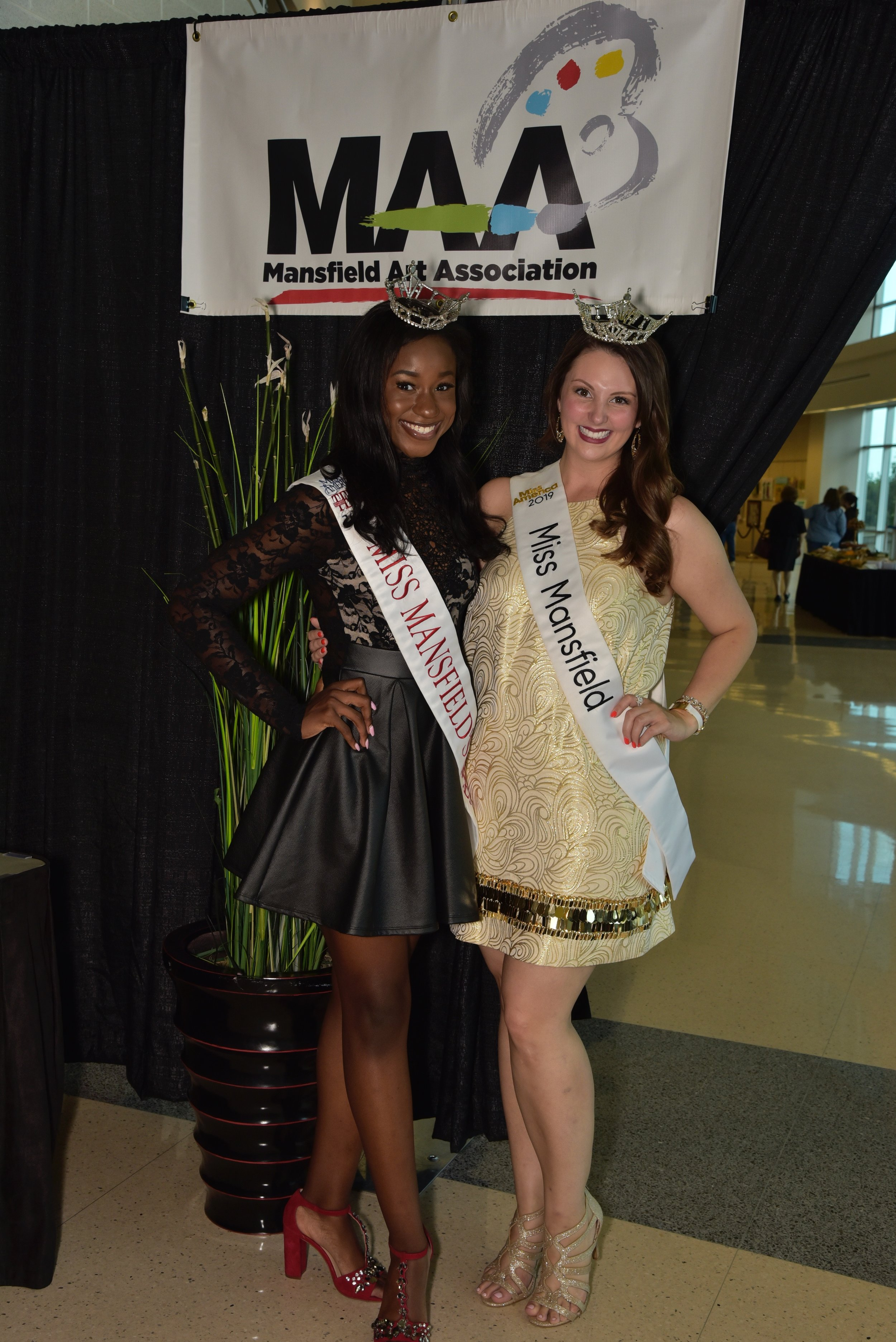 Miss Mansfield and Miss Teen Mansfield served as greeters for the event.