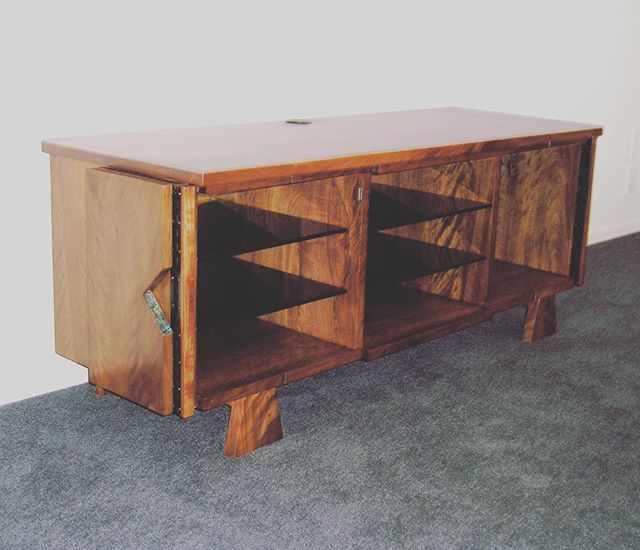 Contemporary Pohutukawa Entertainment Unit. Custom made by Brendon Catley. #nzmade #nzfurnituredesign #nzmadefurniture #bespokefurniture #bespokefurnituredesign #bespokefurnituredesign