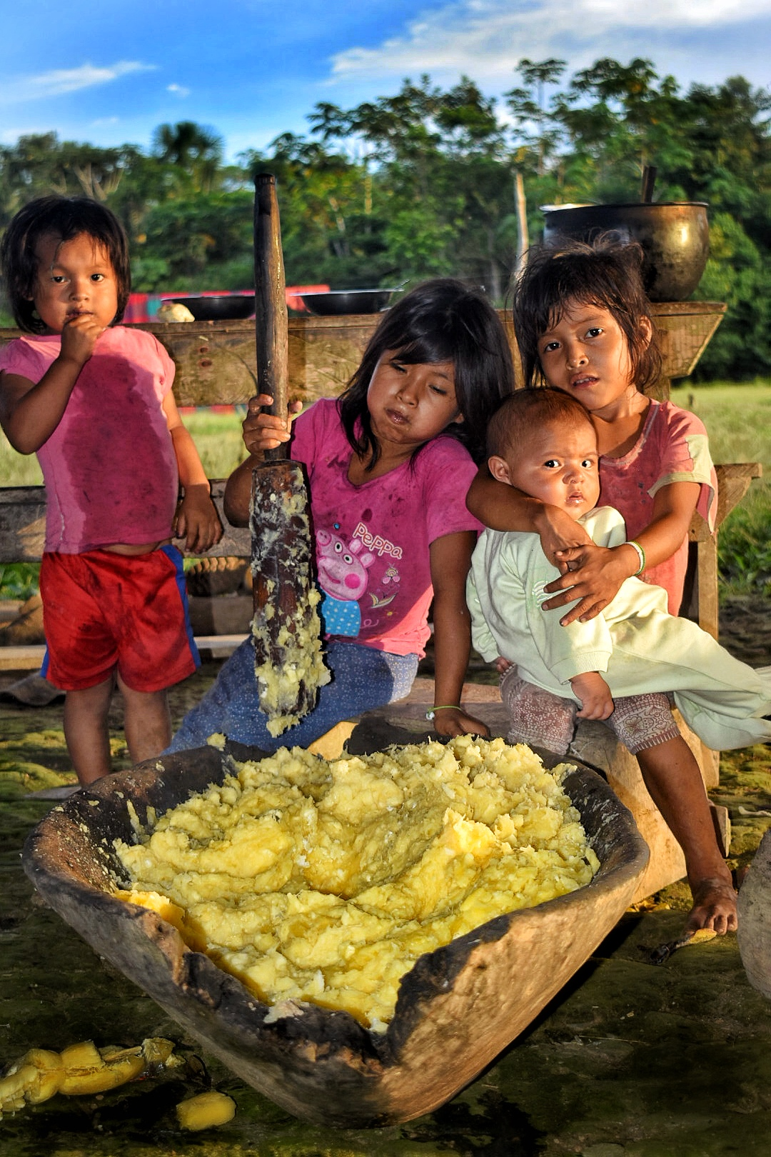A group of children, stirring a vat of chica. Image by Scott Haber.