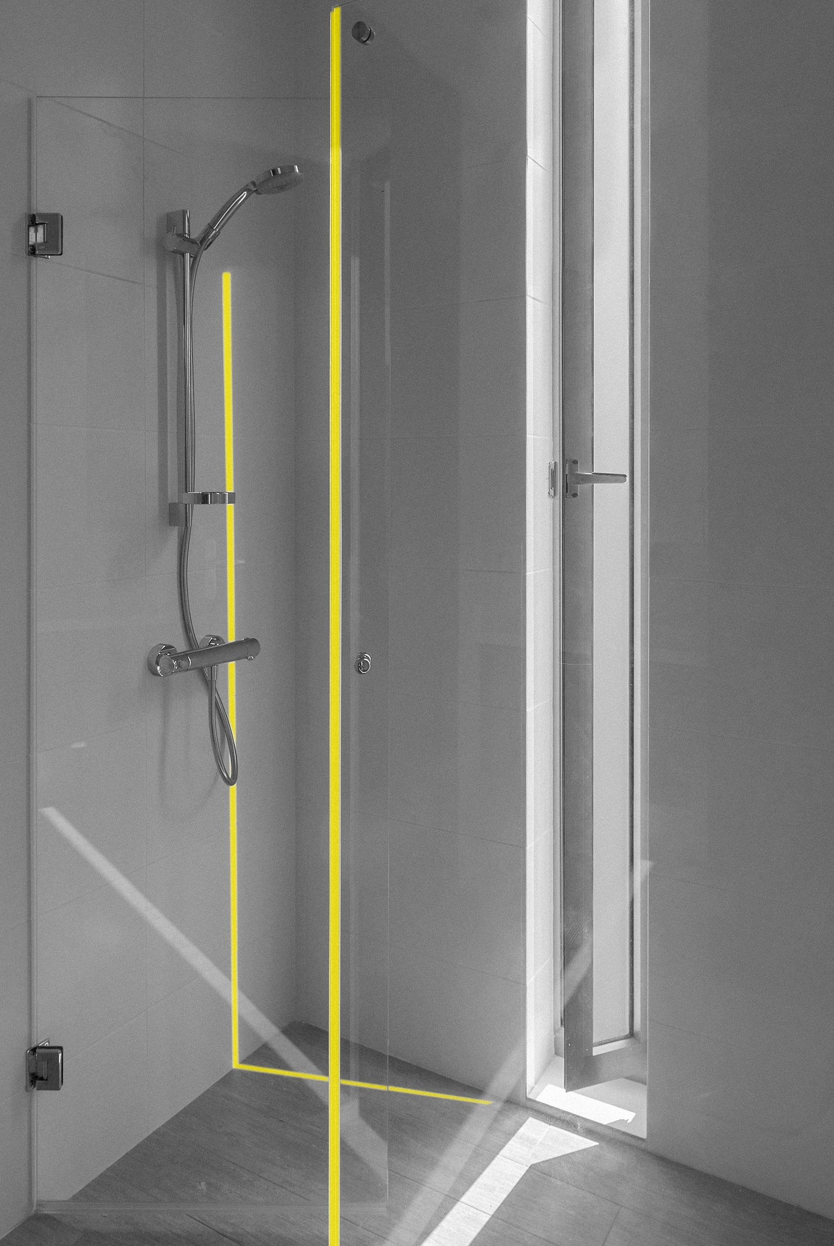 Cortinas de baño - Vidrio de excelente calidad y diseño atractivo para delimitar una ducha original y elegante, gracias a los diferentes diseños que ofrecemos.