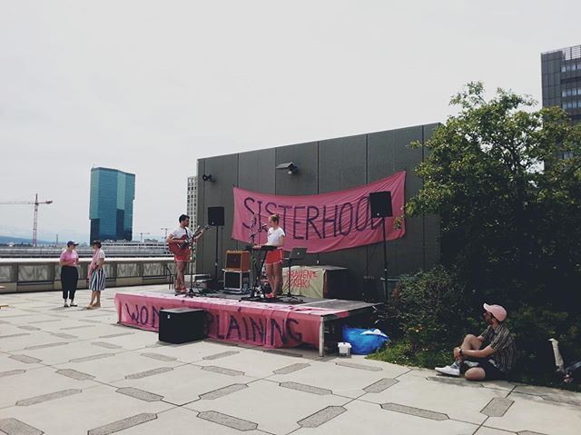 "💜✌️🌸🍇💰🎀 ""When I'm earning more"" instead of ""When I'm 64"" @thebeatlescovers is one of the songs we sang at the pre-strike lunch! #frauenstreik #dachterrasse #sisterhood #frauenstreikzhdk #women #fiftyfifty #lunchtime #concert #roofterrace #dreampop"
