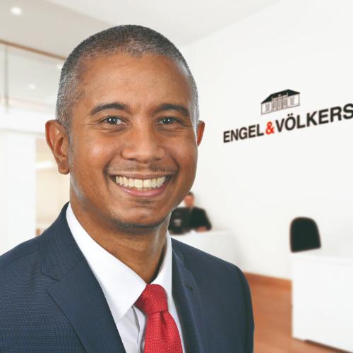 Brian Tomlinson (DE)   Head of Digital Communications & Product Marketing at Engel & Völkers