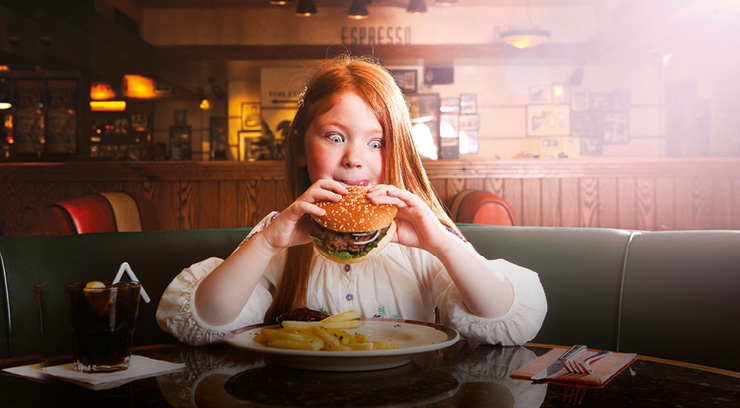 Soar Intu Braehead Girl Eating bURGER.jpg