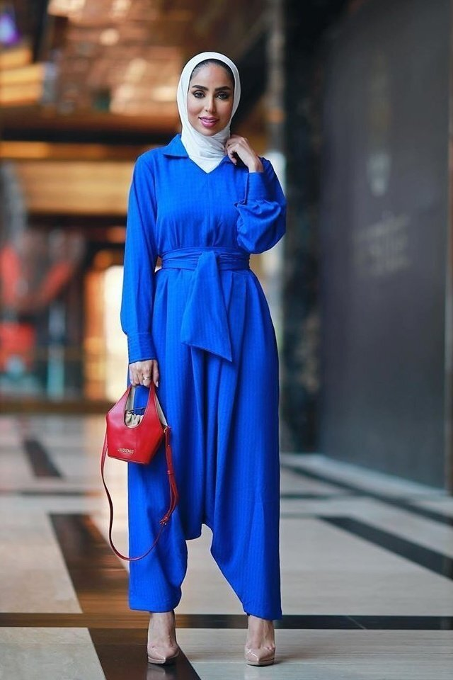 large_jumpsuit-for-hijab-style-fustany-ar-1.jpg