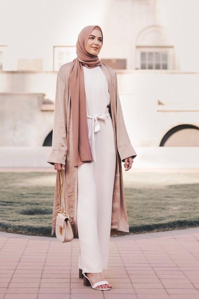 large_jumpsuit-for-hijab-style-fustany-ar-12.jpg