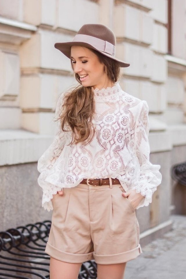 large_tips-to-wear-lace-blouse-fustany-ar-9.jpg