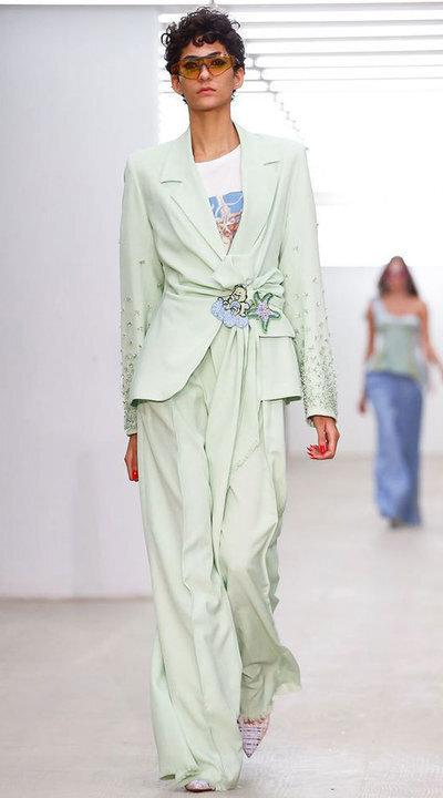 gallery_slider_2_thumb_Fustany-fashion-hijab-fashion-hijab-looks-from-london-fashion-week-2020-10.jpg