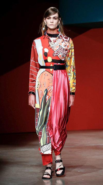 gallery_slider_2_thumb_Fustany-fashion-hijab-fashion-hijab-looks-from-london-fashion-week-2020-19.jpg