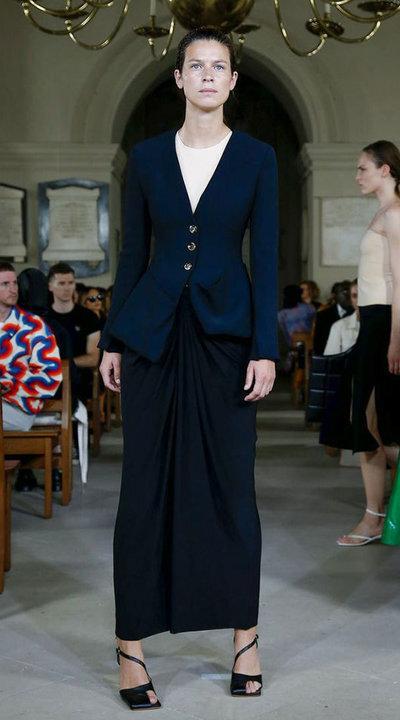 gallery_slider_2_thumb_Fustany-fashion-hijab-fashion-hijab-looks-from-london-fashion-week-2020-45.jpg