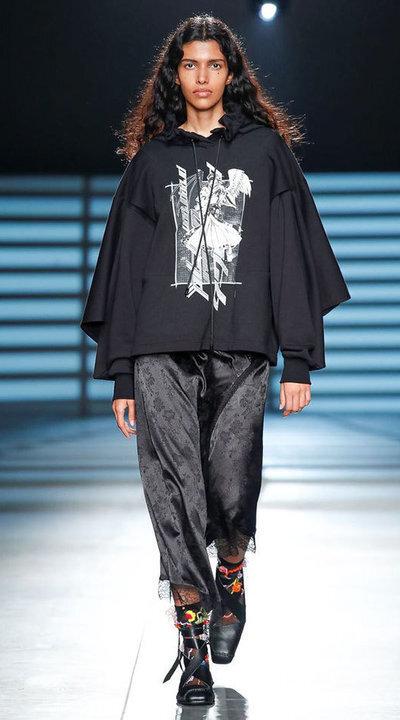 gallery_slider_2_thumb_Fustany-fashion-hijab-fashion-hijab-looks-from-london-fashion-week-2020-48.jpg
