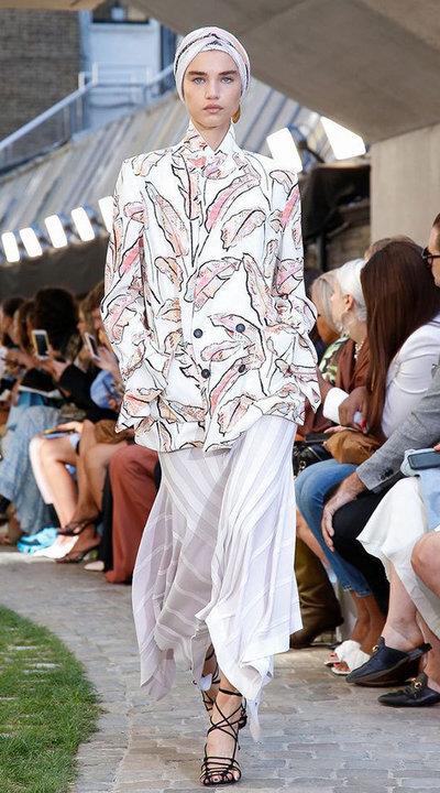 gallery_slider_2_thumb_Fustany-fashion-hijab-fashion-hijab-looks-from-london-fashion-week-2020-51.jpg
