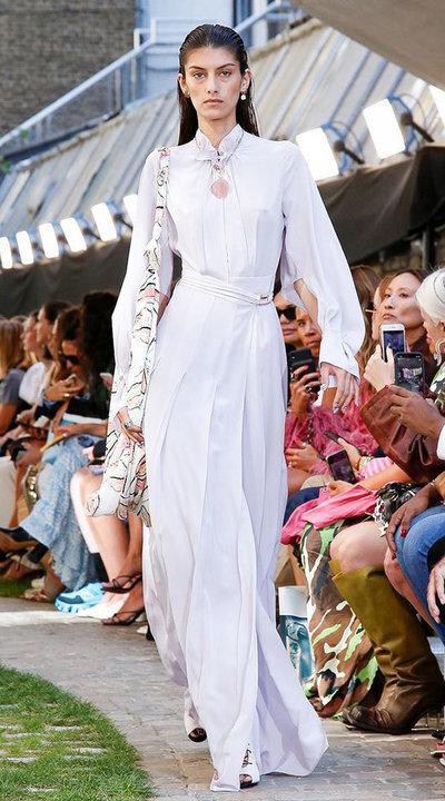 gallery_slider_2_thumb_Fustany-fashion-hijab-fashion-hijab-looks-from-london-fashion-week-2020-53.jpg