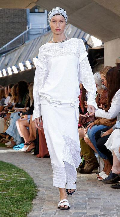 gallery_slider_2_thumb_Fustany-fashion-hijab-fashion-hijab-looks-from-london-fashion-week-2020-54.jpg